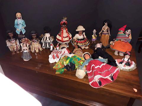 """SR  352  """"Dolls from Around the World"""""""
