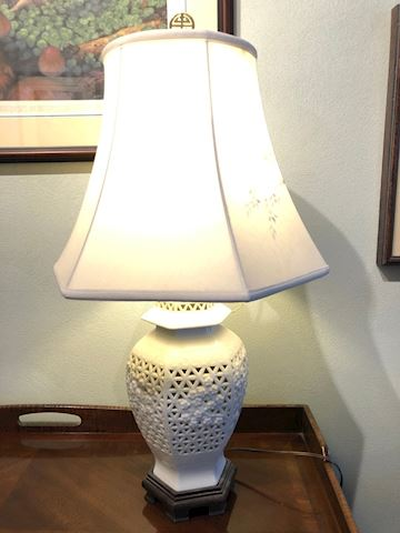 Ceramic oriental table lamp
