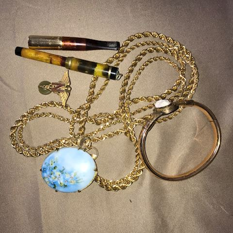 Vintage Jewelry and pen
