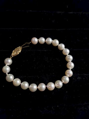 """6 3/4"""" hand tied pearl and 14k gold bracelet"""