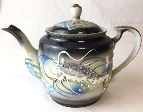 dragonware teapot, creamer 6 dessert plates 80S11