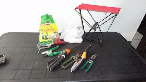 yard garden supplies & decorations Lot #81