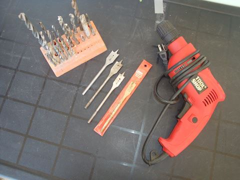 "3/8"" variable speed elec drill & bit Lot #132"