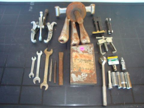 Bearing pullers, Sockets, misc tools Lot #147