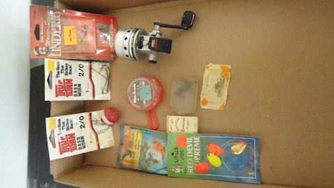 12 pc assorted fishing tackle lot #112