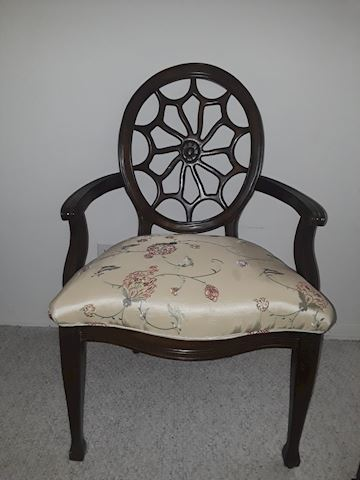 Spider Web Back Sitting Chair
