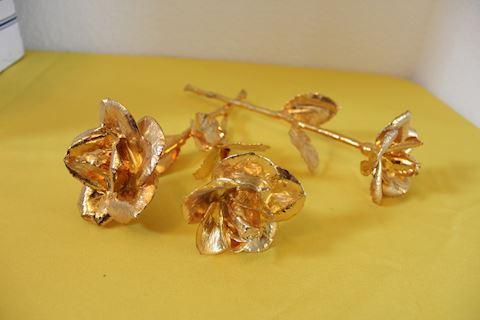 (3) 24k gold kautz ironstone roses.