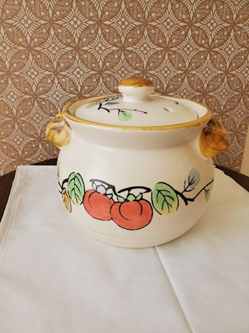 Soup crock with tomato and vine pattern
