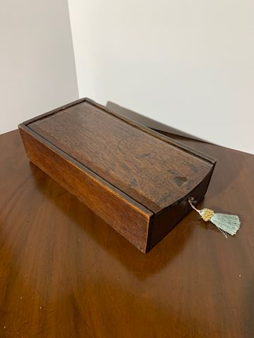 Liv.  513.  18th Century Oak English Candle Box
