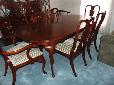 Hickory Chair Dining Room Table and Chairs