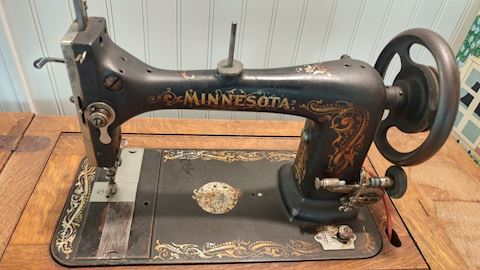 1920 Minnesota Sewing Machine w/ Table Cast Iron
