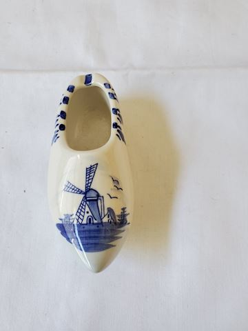 Ceramic Holland shoe D-19