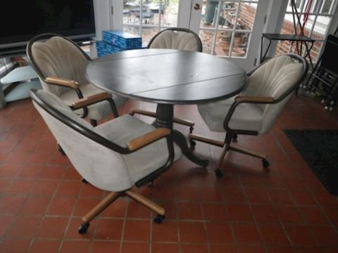Round Drop Leaf Pedestal Table and 4 Chairs