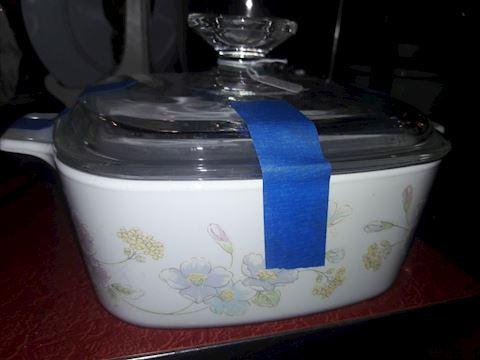 Vintage corningware 1.5 liter Bowl w/ lid