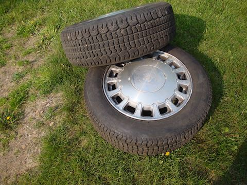 pair (2) P215/60/R16 Cadillac tires Lot #41
