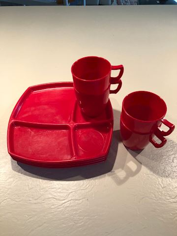 Red plastic dish set - set/8