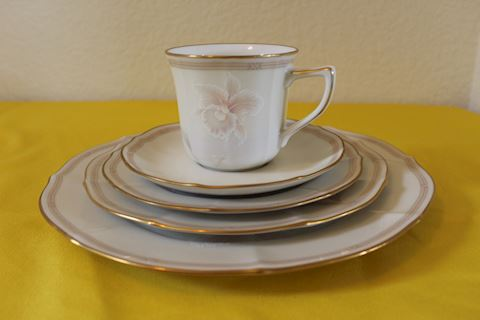 Noritake Ivory China Set 12pc