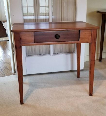 R-1015...Table w/drawer