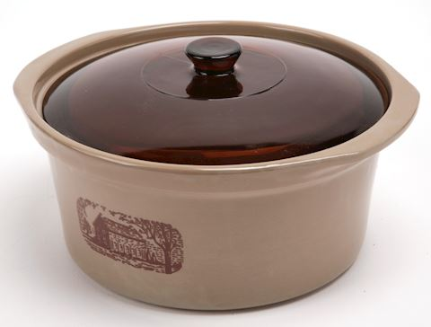 Country Crock The Amana Radarange with lid