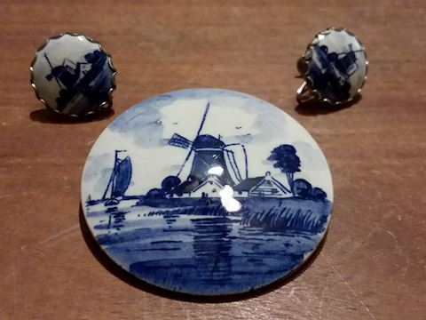 Vintage Delft Holland Brooch & Clip on Earrings