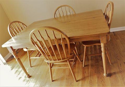 Oak Kitchen Table w/4 Chair