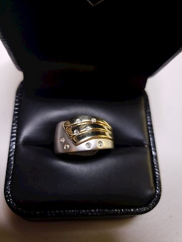 14k white and yellow gold ring, w/diamonds