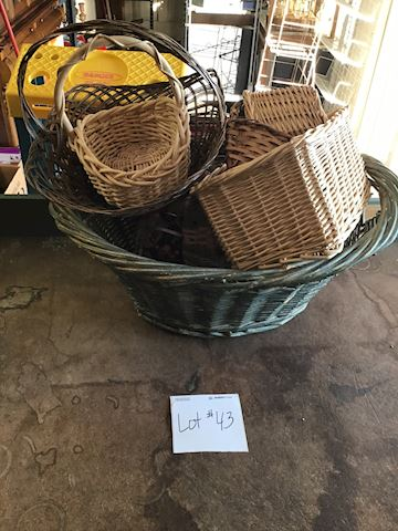Basket lot #43