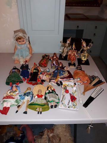 """SR  353 """"Dolls from Around the World"""""""