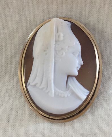Vintage Cameo 14KT gold with lady #82-28