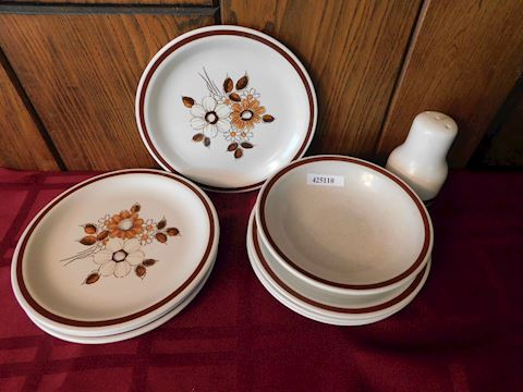 110 Woodhaven Dish Set