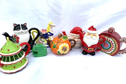 Seasonal/Holiday Teapots Lot 020