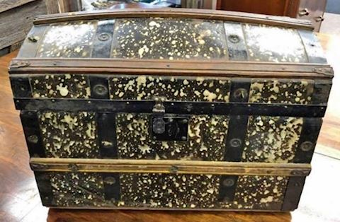 ANTIQUE TRUNK SAMPLE