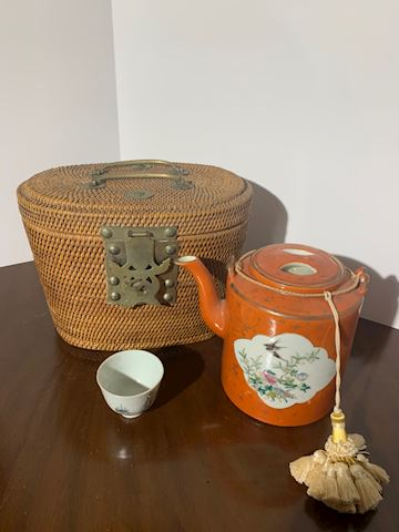 Liv.  502.  Asian Tea Basket
