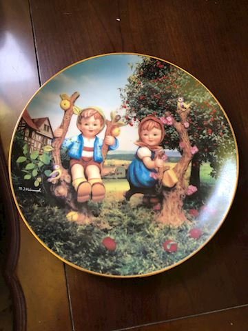 Apple Boy & Girl Plate, Hummel Danbury