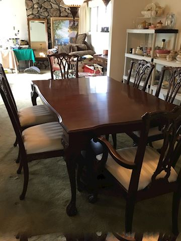 Formal Dining Table &  Chairs with 2 leaves & pads