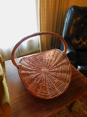 198 Vintage Basket w/Handle