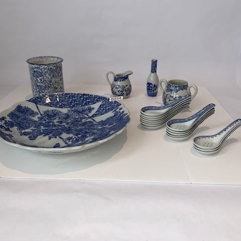 Lot 0034 Blue and white 19th century porcelain