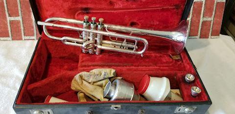 Getzen Capri Trumpet case and misc