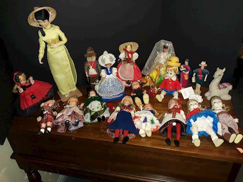 """SR  367  """"Dolls from Around the World"""""""
