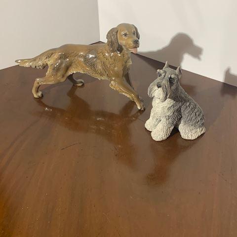 Liv.   508.   2 Dog Statues