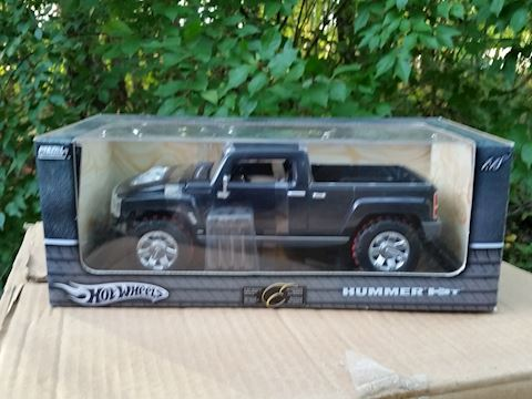 hot wheels diecast 1:18 scale hummer new in box