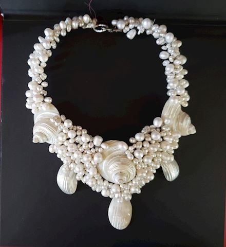 VINTAGE  PEARL SEA SHELL HANDMADE COLLAR/NECKLACE