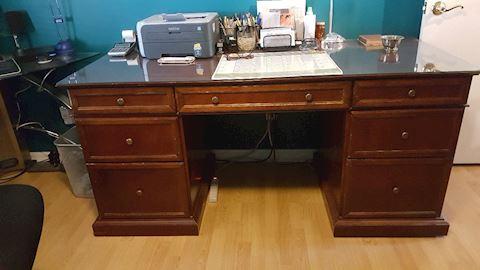 423042 Executive Desk