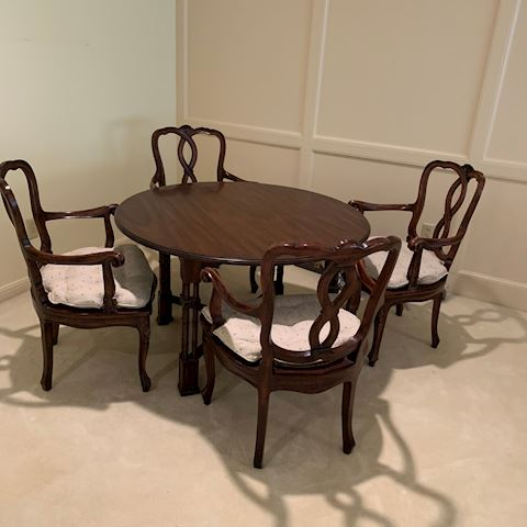 Beautiful table and chair set