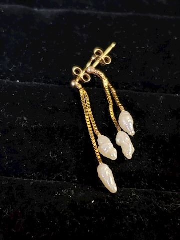 Seed Pearl's and 14k gold earrings