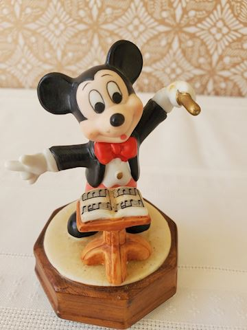 Musical micky and Lucy Lucy figurines