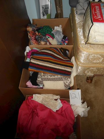 Lot # 121 Linens and clothings