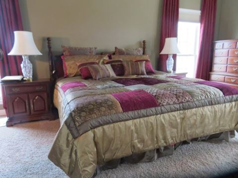 King Size Adjustable Bed w/  Beautiful Bed Spread