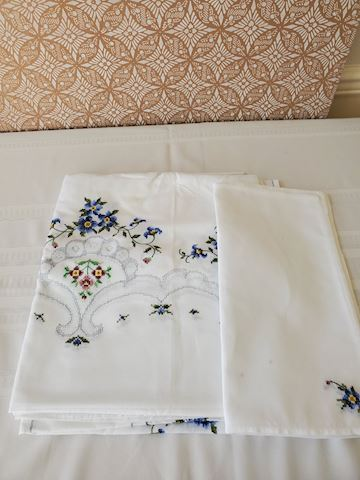 Cream and blue floral tablecloth and napkin set