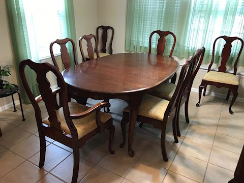 Queen Anne Cherry Dining Table W/8 Chairs